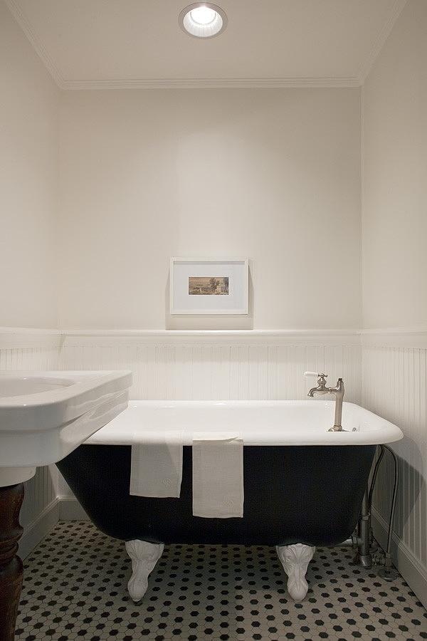 casually-elegant-historic-home-16-bathroom.jpg
