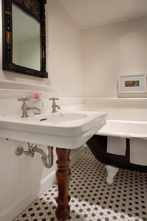 casually-elegant-historic-home-17-bathroom-sink.jpg