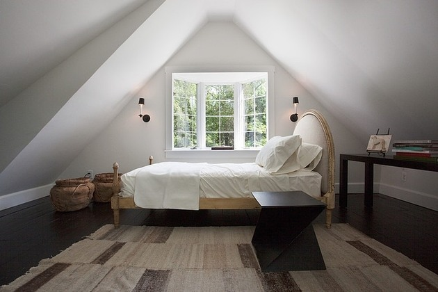 casually-elegant-historic-home-20-attic-bedroom.jpg