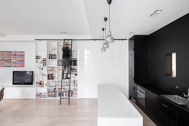 chic-small-black-and-white-apartment-in-paris-3.jpg