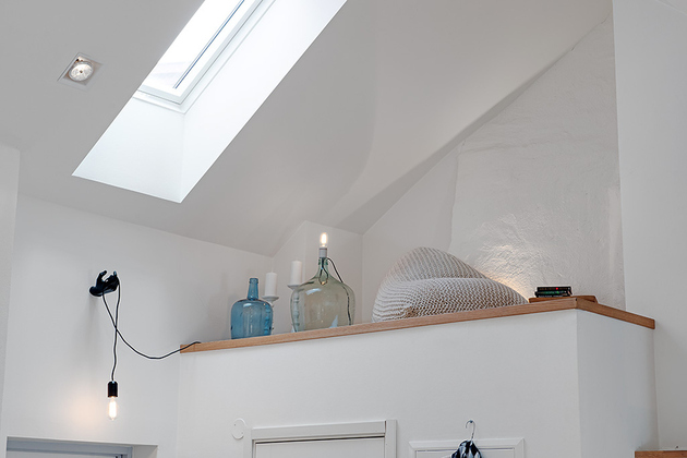 cozy-apartment-scandinavian-style-entrance-detail.jpg