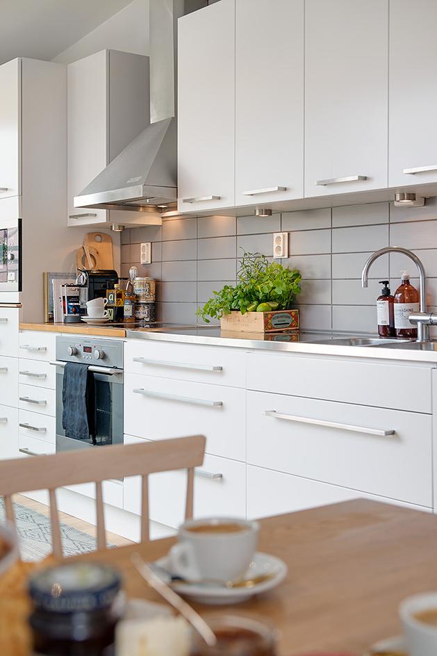 cozy-apartment-scandinavian-style-kitchen-detail.jpg