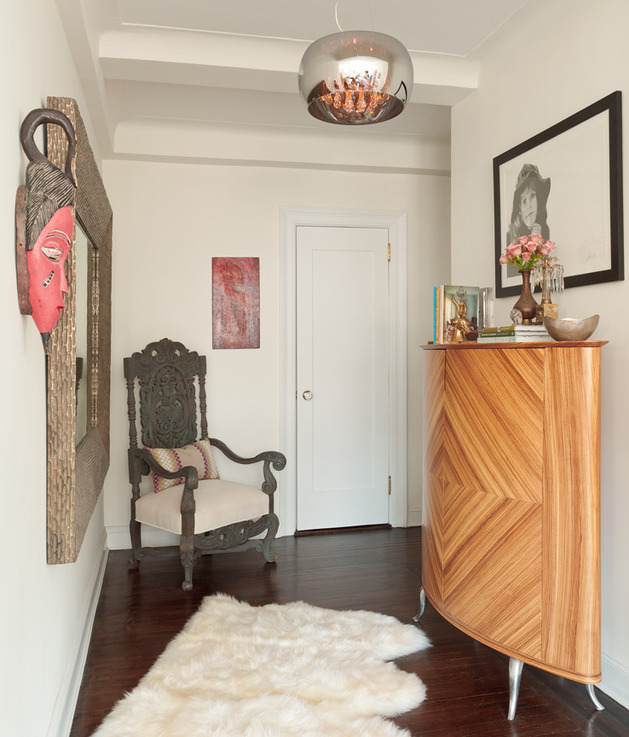 cozy-manhattan-apartment-combines-vintage-flare-modern-touches-2-entry.jpg
