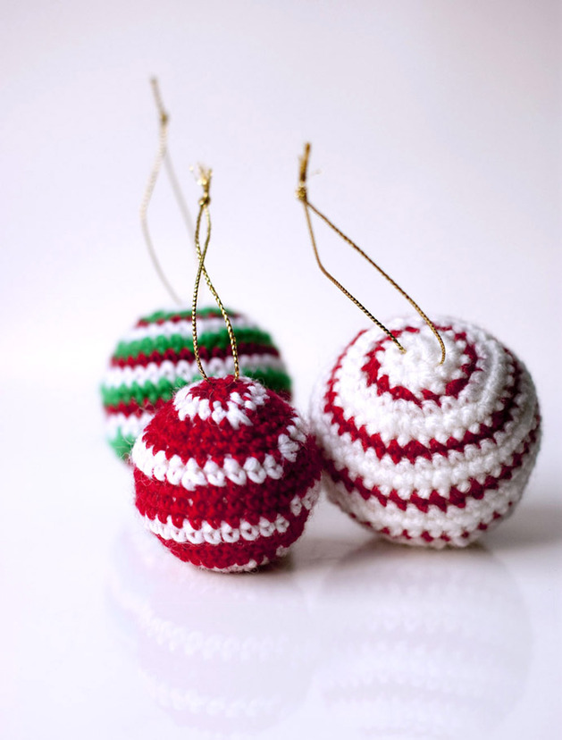 crocheted-christmas-tree-ornaments-15-bobbles.jpg