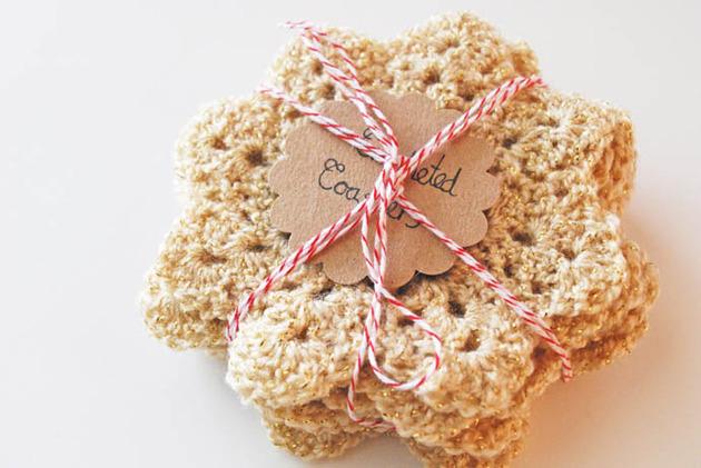crocheted-christmas-tree-ornaments-4-coasters.jpg