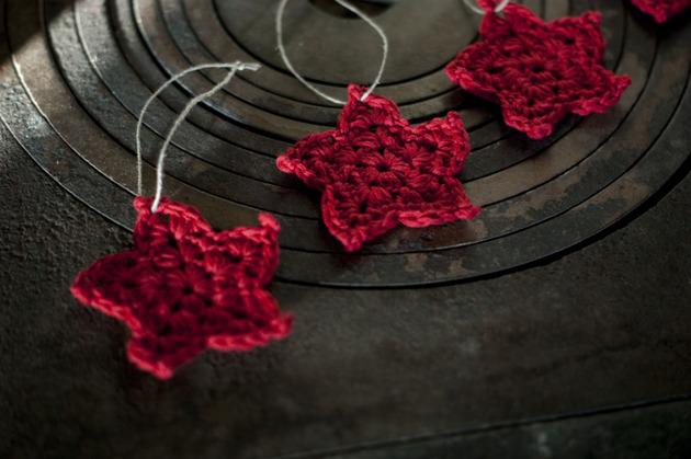 crocheted-christmas-tree-ornaments-5-stars.jpg