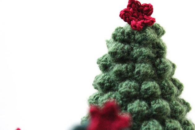 crocheted-christmas-tree-ornaments-9-tree-detail.jpg