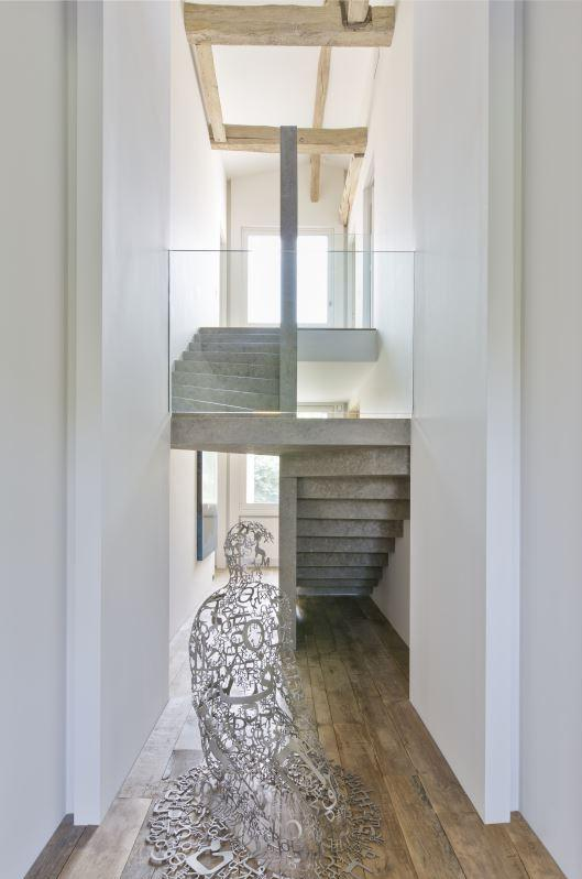 dash-panache-paris-apartment-pierre-yovanovitch-4-stairwell.jpg