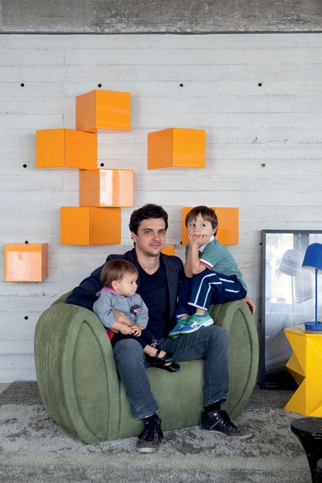 estudioibola-furnishings-vibrant-colours-create-minimalist-wonderland-sao-paolo-apartment-9-living.jpg