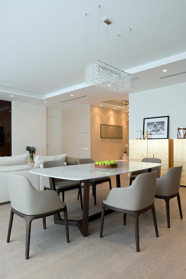 lighting-details-create-drama-modern-open-plan-apartment-5-table.jpg