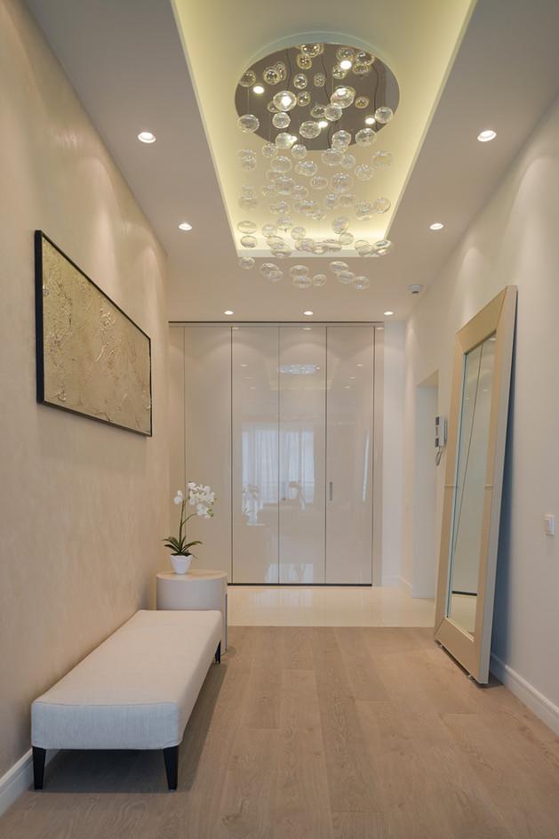 lighting-details-create-drama-modern-open-plan-apartment-9-entrance.jpg
