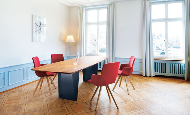 onda-table-yara-chairs-from-girsberger.jpg