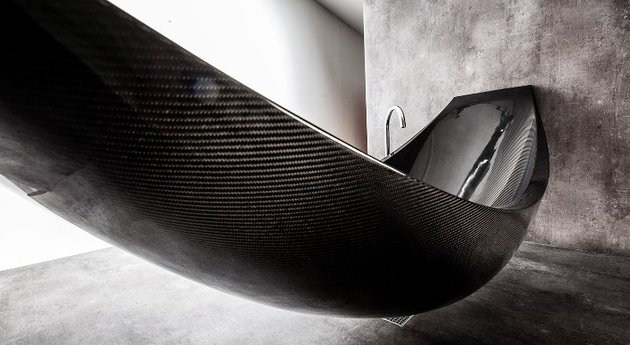 suspended-bathtub-by-splinter-works-floats-on-air-4.jpg