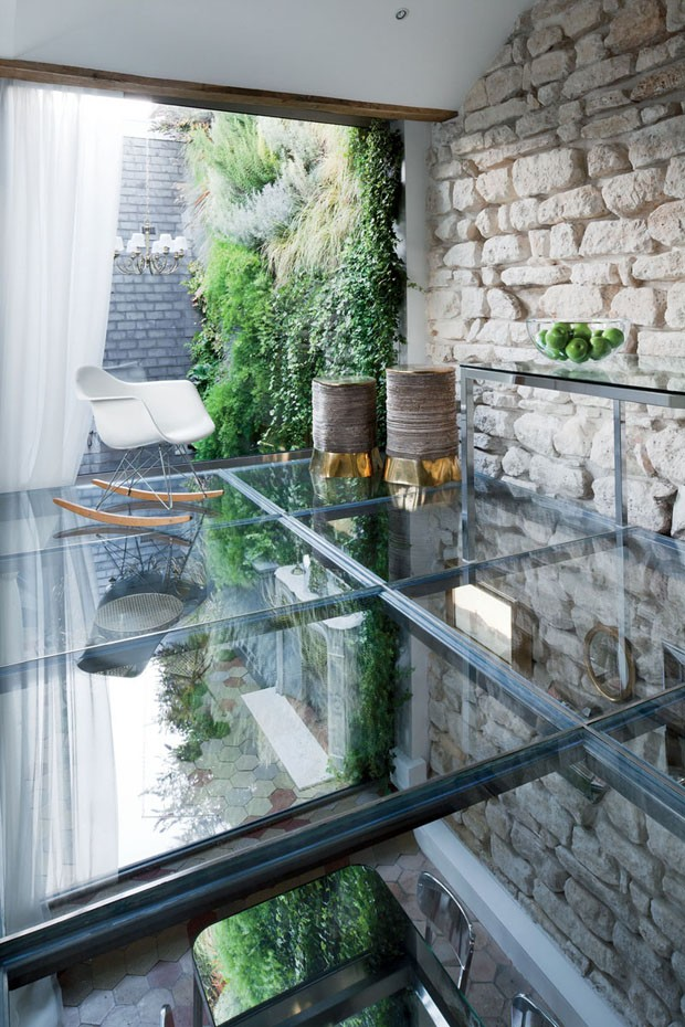 two-floor-apartment-with-a-glass-floor-in-paris-3.jpg