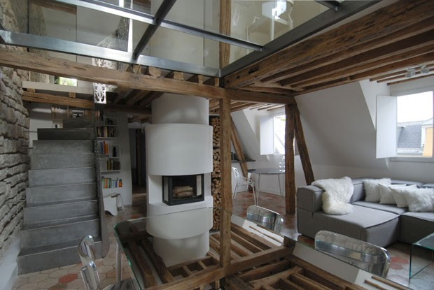 two-floor-apartment-with-a-glass-floor-in-paris-6.jpg