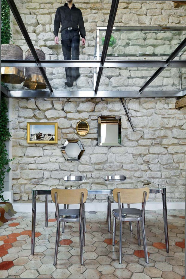 two-floor-apartment-with-a-glass-floor-in-paris-7.jpg