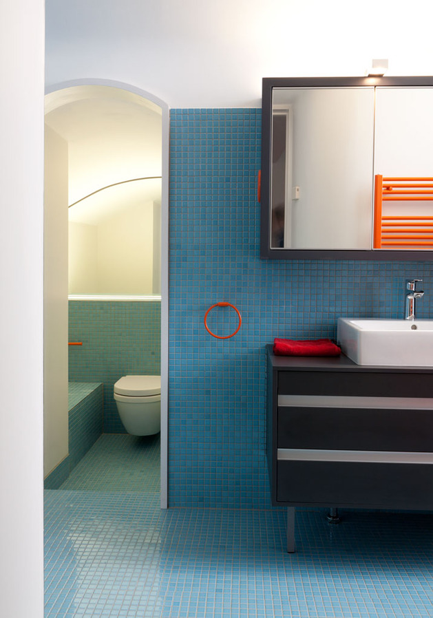 vibrant-colour-vignettes-vamp-up-georgian-apartment-10-bathroom.jpg