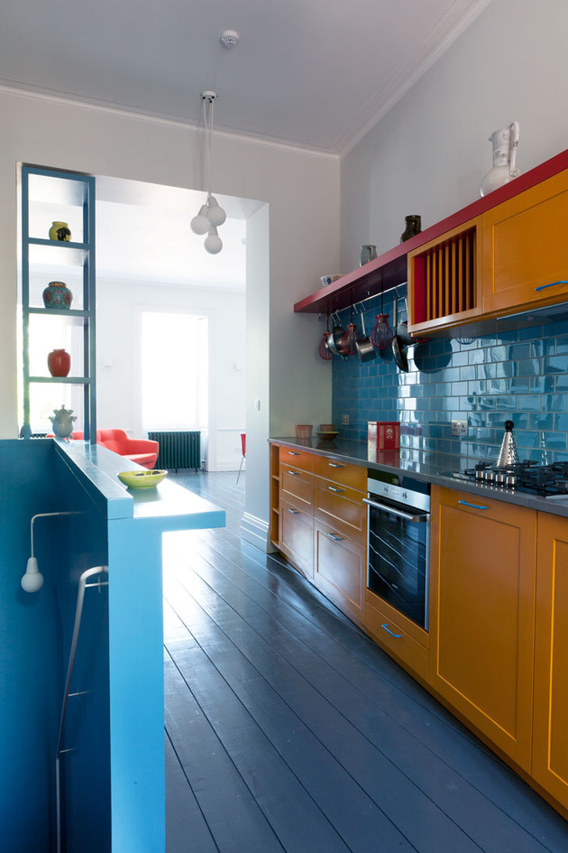 vibrant-colour-vignettes-vamp-up-georgian-apartment-2-kitchen.jpg