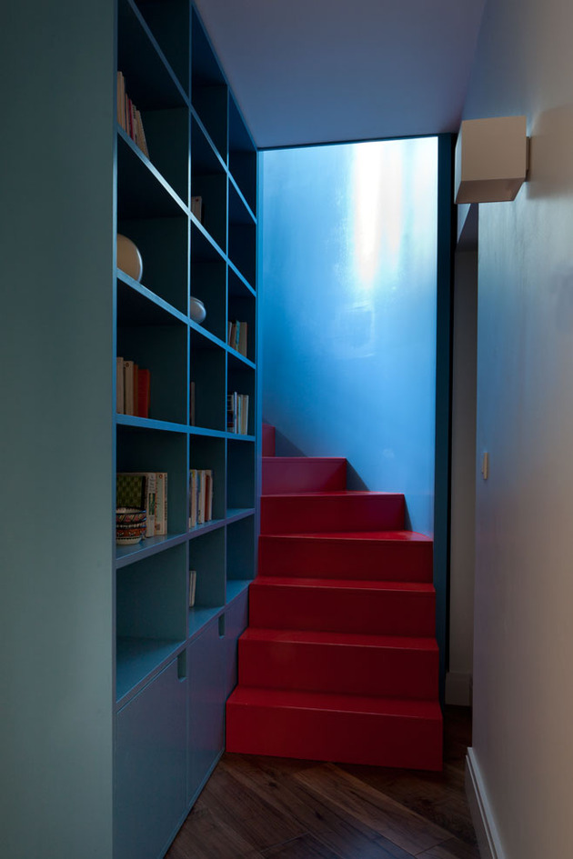 vibrant-colour-vignettes-vamp-up-georgian-apartment-3-stairs.jpg