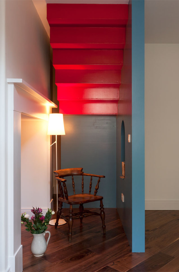 vibrant-colour-vignettes-vamp-up-georgian-apartment-4-stairs.jpg