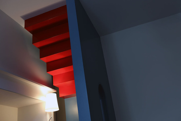 vibrant-colour-vignettes-vamp-up-georgian-apartment-5-stairs.jpg